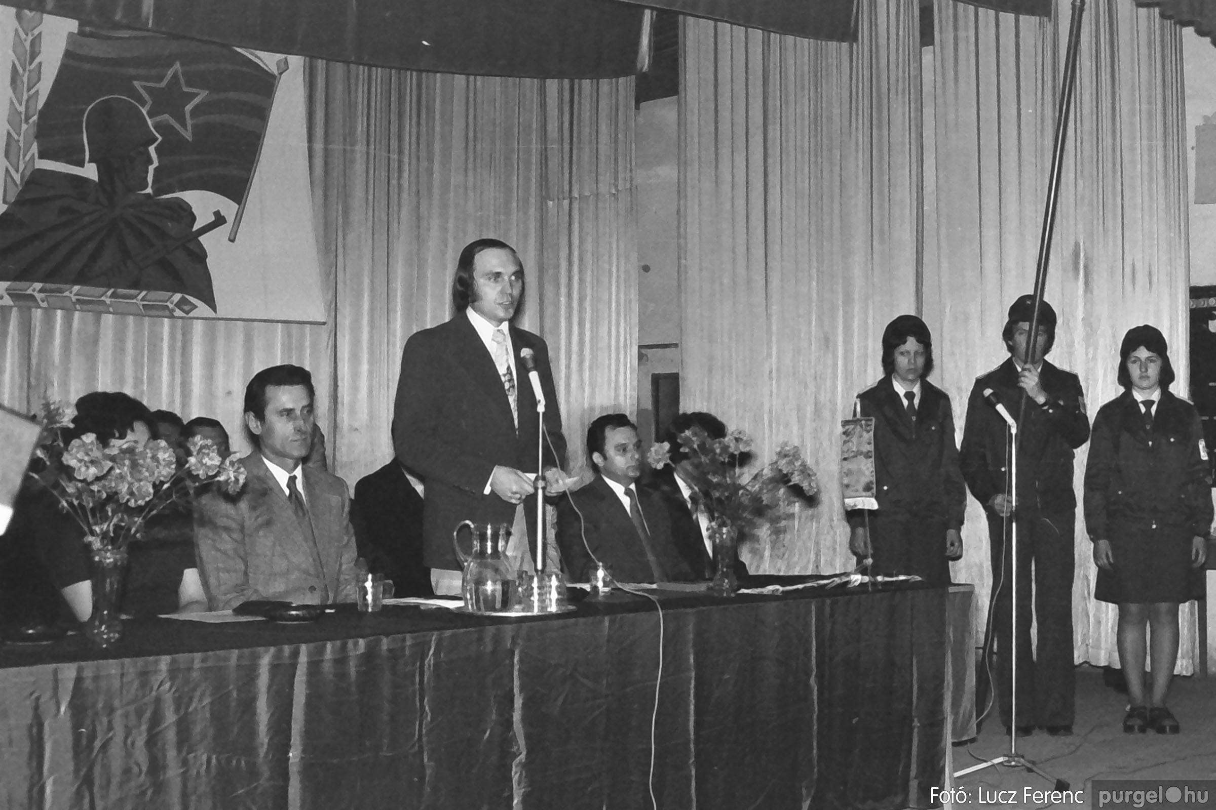 039. 1976.04.04. Április 4-i ünnepség a kultúrházban 007. - Fotó: Lucz Ferenc.jpg