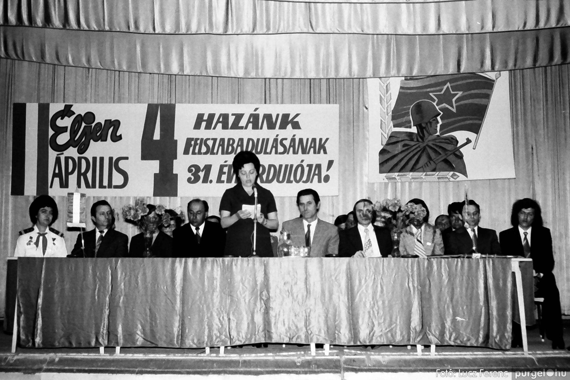 039. 1976.04.04. Április 4-i ünnepség a kultúrházban 006. - Fotó: Lucz Ferenc.jpg