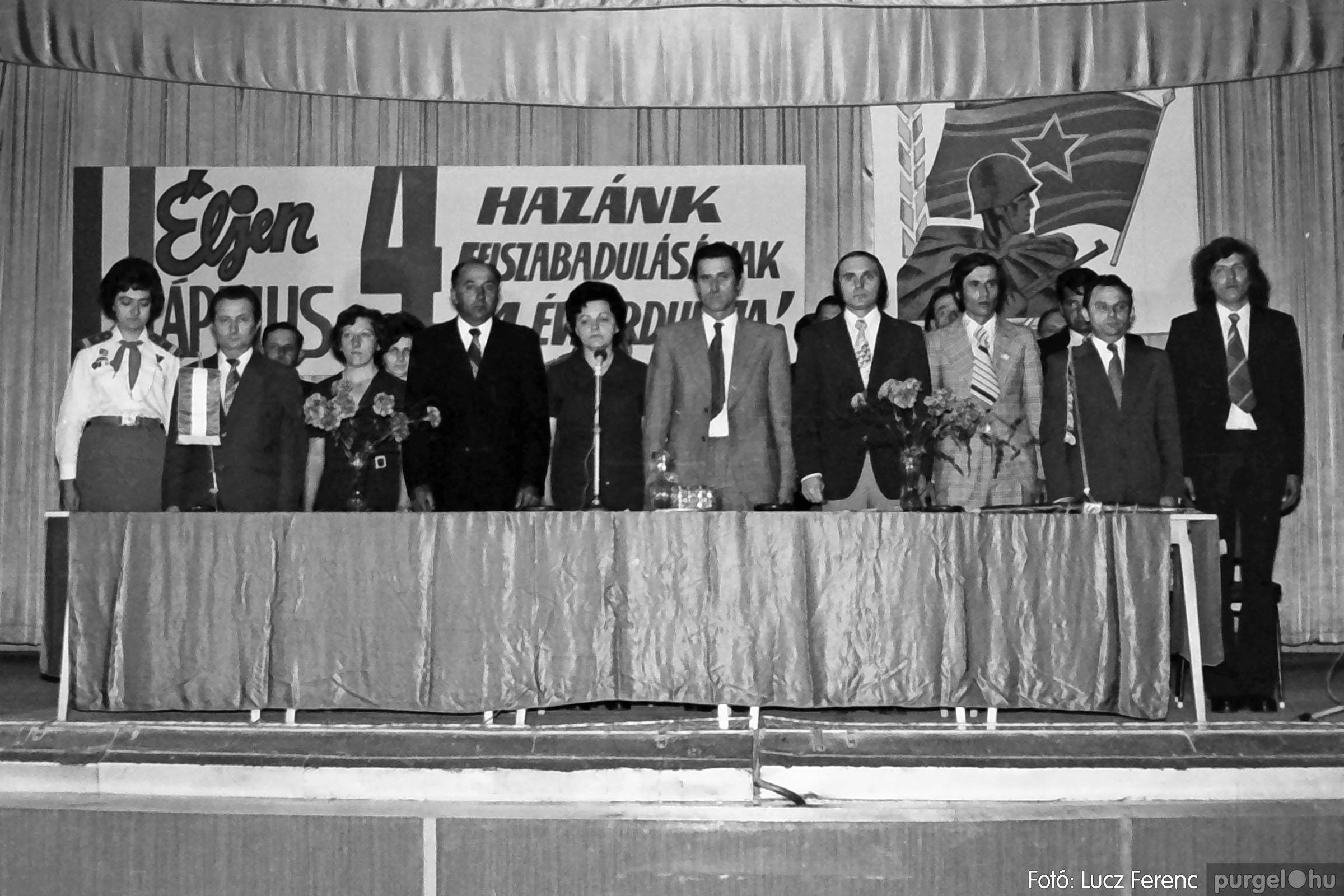 039. 1976.04.04. Április 4-i ünnepség a kultúrházban 003. - Fotó: Lucz Ferenc.jpg