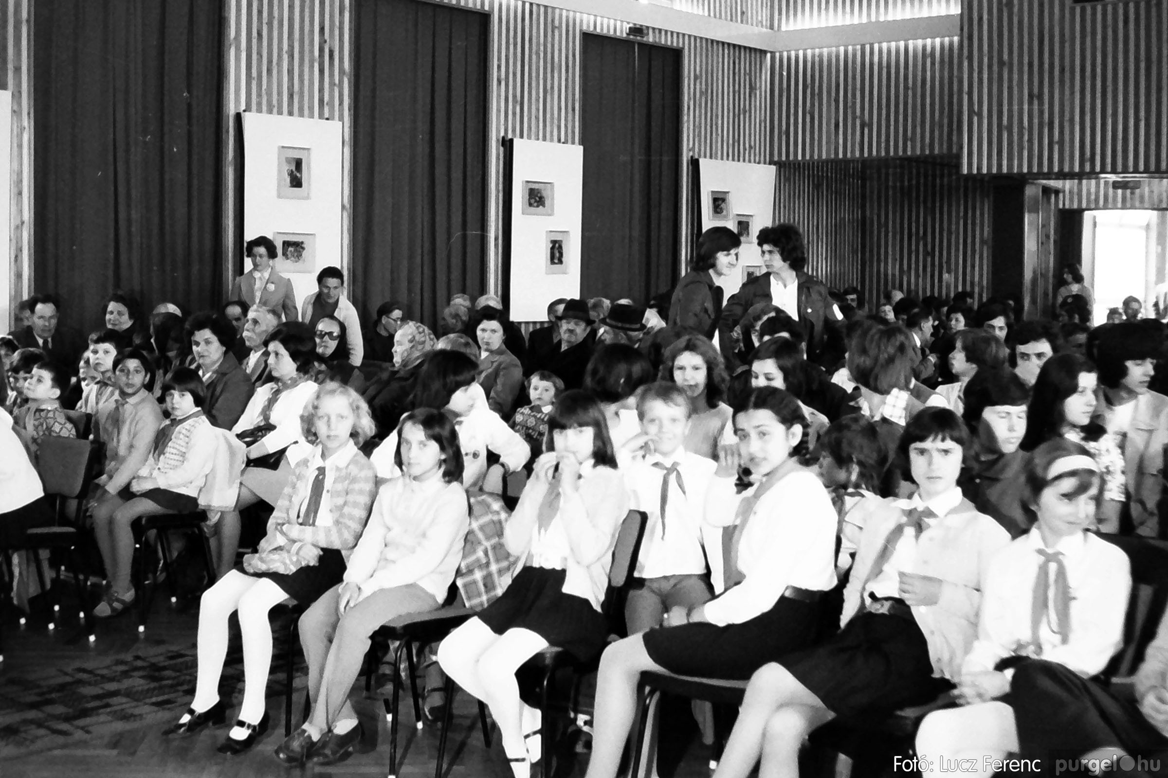 039. 1976.04.04. Április 4-i ünnepség a kultúrházban 001. - Fotó: Lucz Ferenc.jpg