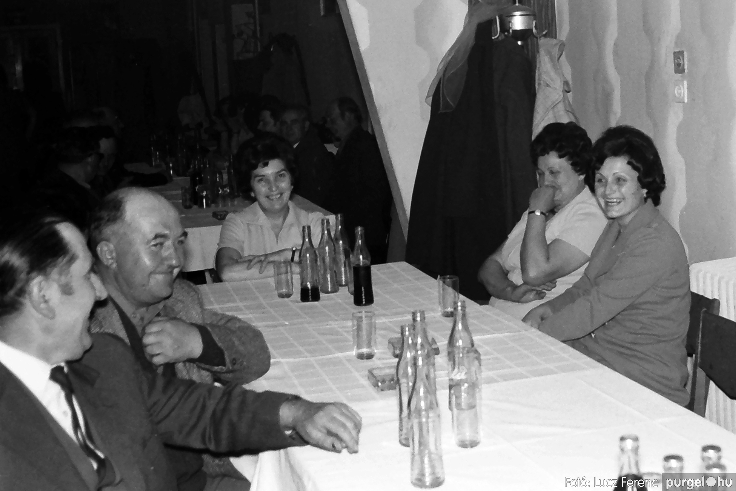 042. 1976. Összejövetel a vendéglőben 007. - Fotó: Lucz Ferenc - IMG00257q.jpg
