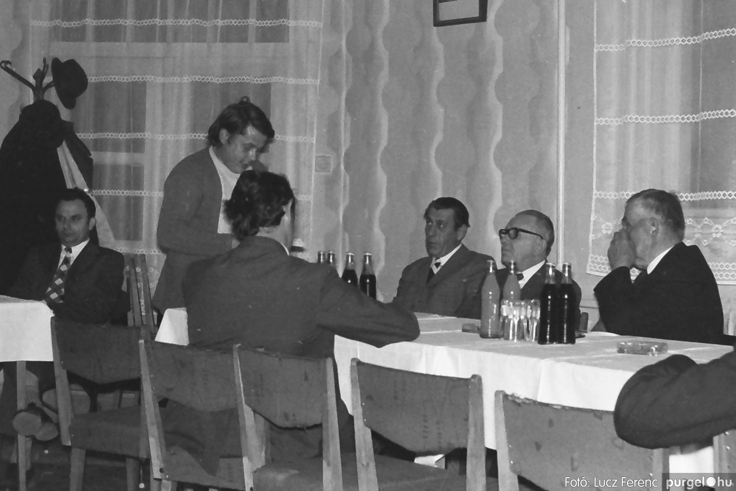 042. 1976. Összejövetel a vendéglőben 003. - Fotó: Lucz Ferenc - IMG00252q.jpg