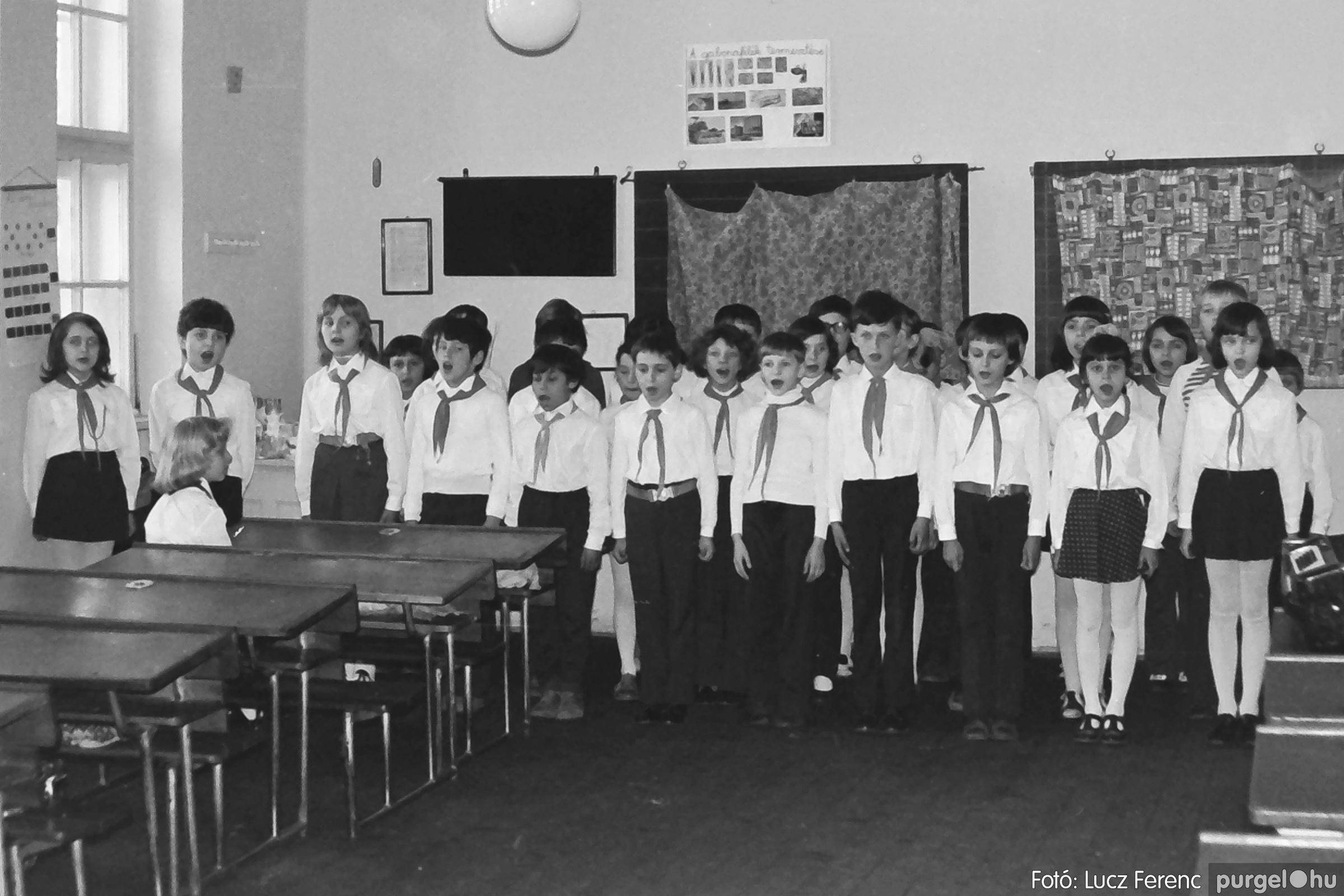 042-043. 1976. Program az újfalusi iskolában 015. - Fotó: Lucz Ferenc - IMG00291q.jpg