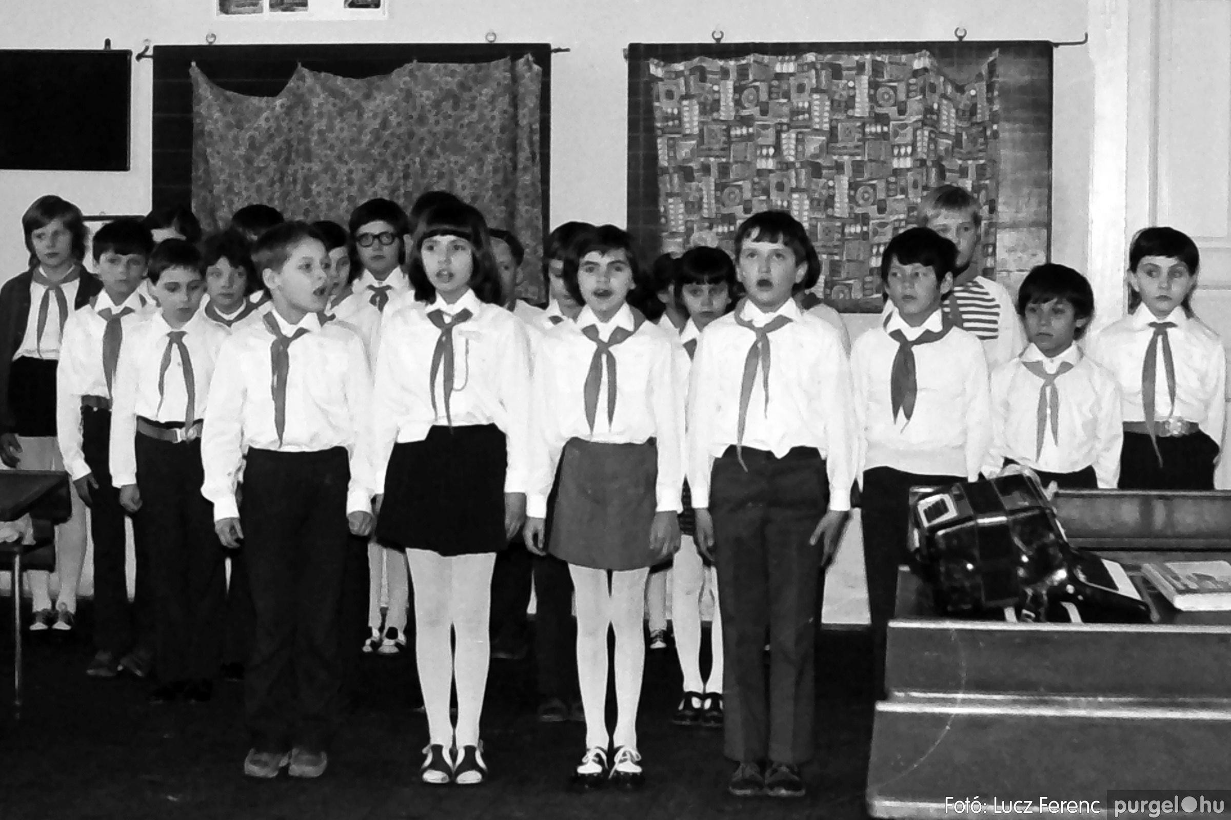 042-043. 1976. Program az újfalusi iskolában 014. - Fotó: Lucz Ferenc - IMG00290q.jpg