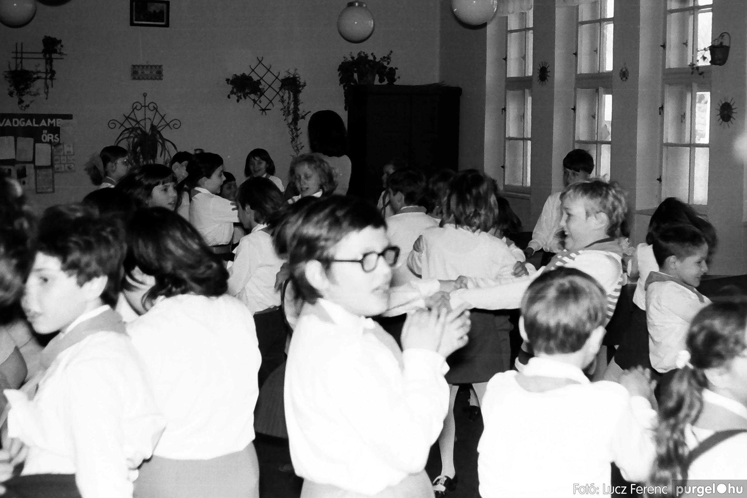 042-043. 1976. Program az újfalusi iskolában 009. - Fotó: Lucz Ferenc - IMG00246q.jpg