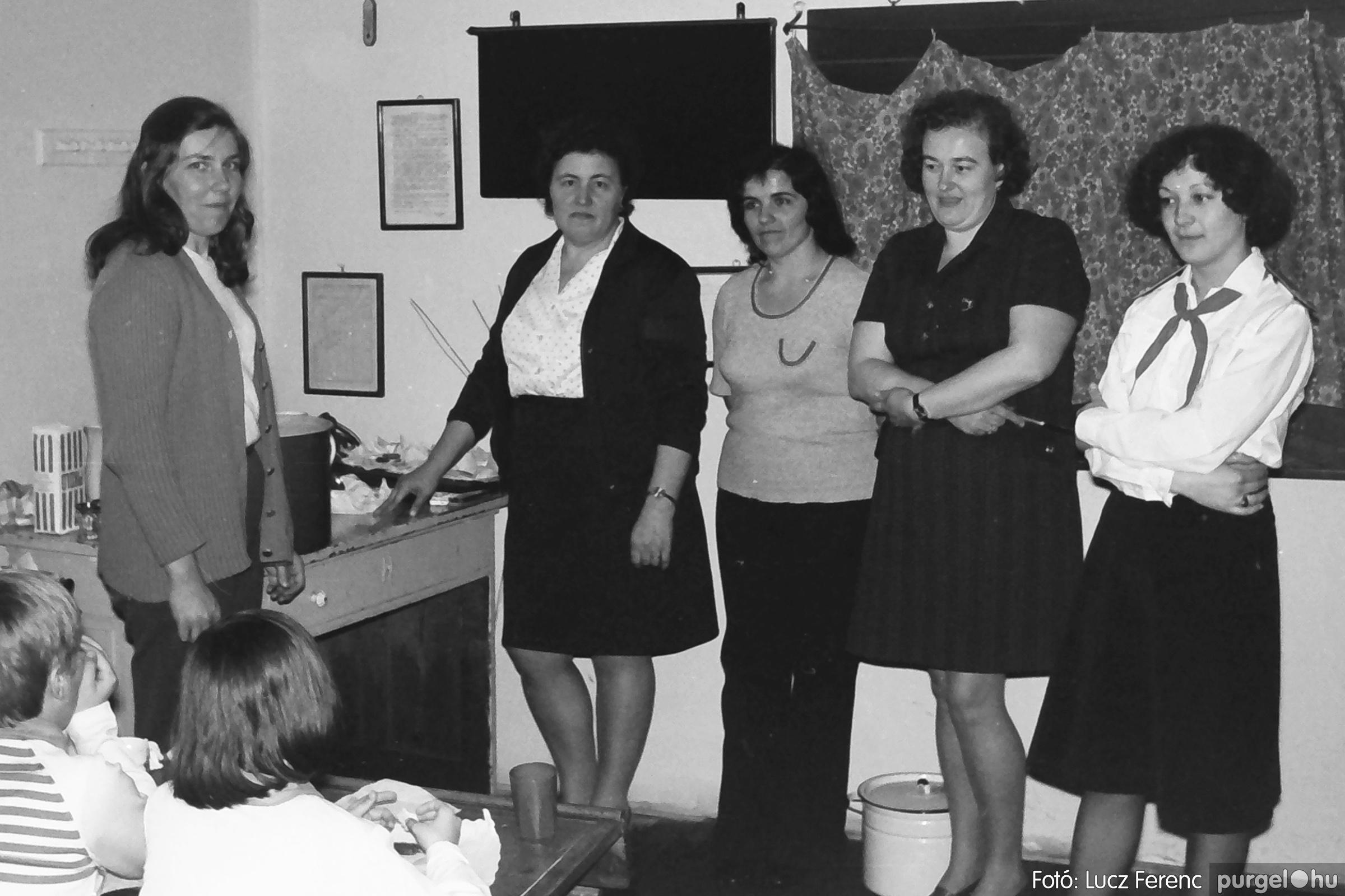 042-043. 1976. Program az újfalusi iskolában 007. - Fotó: Lucz Ferenc - IMG00244q.jpg