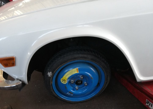 Ruotino di scorta installato su Triumph TR6