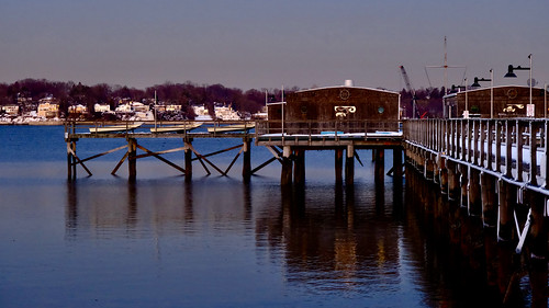 littleneckbay bayside queens newyork nyc baysidemarina dock boats shore houses douglaston bluehour fujixt4 xf1680mmf4roiswr february82021 reflection water shadow