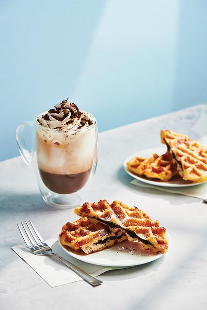 Latte with OREO Creme Icing and Chocolate Liege Waffle with OREO Base Cake_003