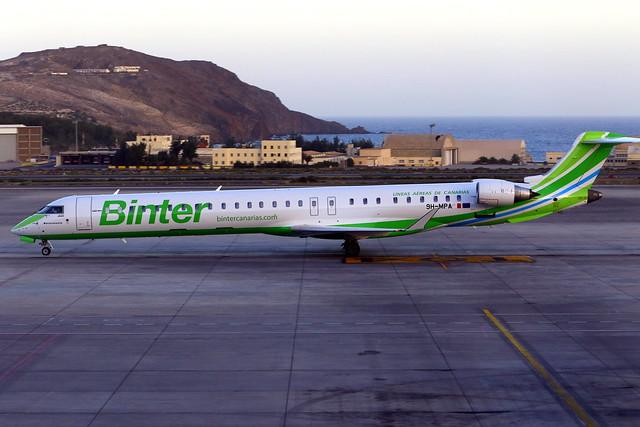 Canadair CRJ-1000 (Binter Canarias) (9H-MPA)