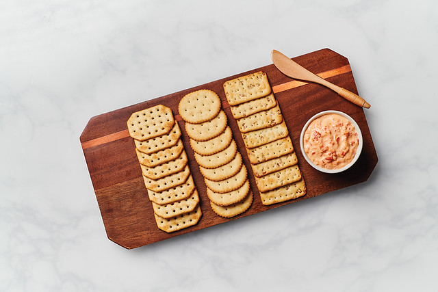 AMERICAN CLASSIC CRACKERS on Cheese Board_RAW_001