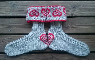 maskerurid's ValentineSox are Knut using worsted weight yarn instead of DK!