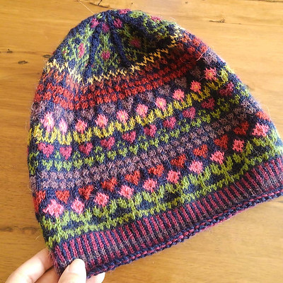 Most of the Ebba Hats have been knit in colours similar to the designer's but this one knit by @fumifumi1206 is striking!