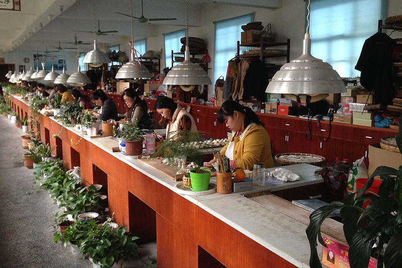 Производственный цех фабрики кистей «Шаньлянь хуби»