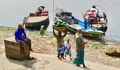 Uploading the market boats, Dhaka Sadarghat