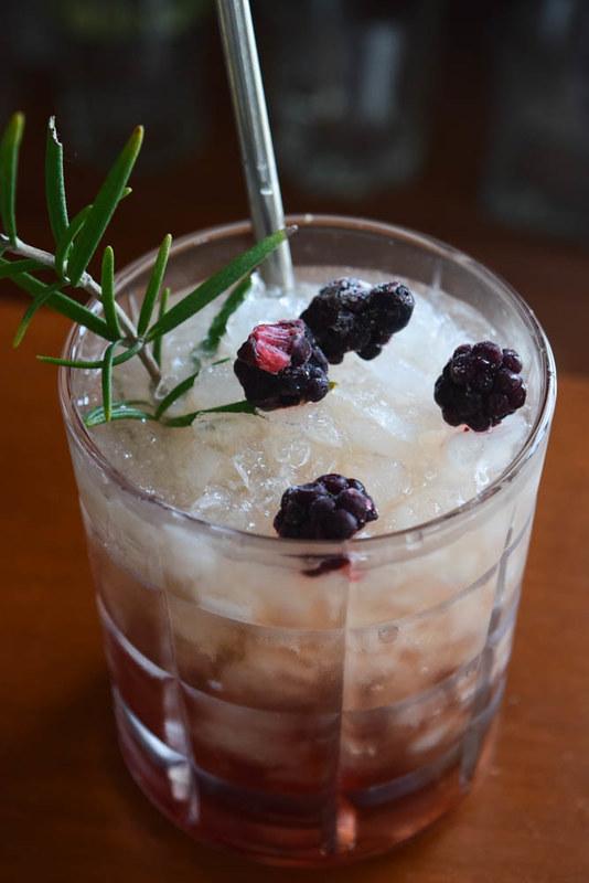 Bramble cocktail 4