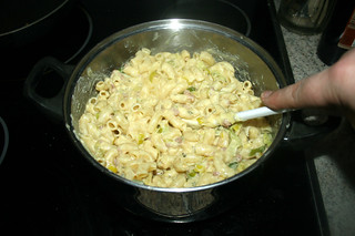 35 - Mix noodles with sauce / Nudeln mit  Sauce vermischen