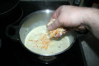 29 - Intersperse cheese / Käse einstreuen