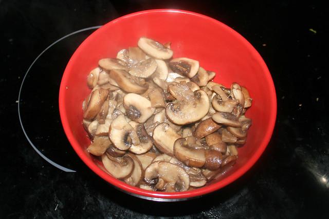 16 - Put mushrooms aside / Pilze bei Seite stellen