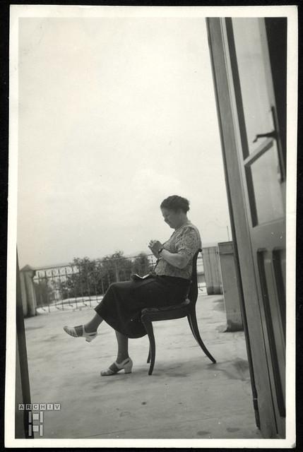 ArchivTappen2AAl2e774 Porträt auf der Dachterrasse, Fotoalbum, 1930-1948