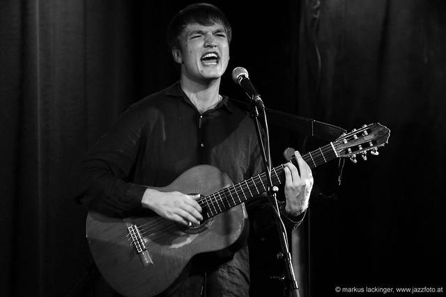 Felix Kramer: vocals, guitar