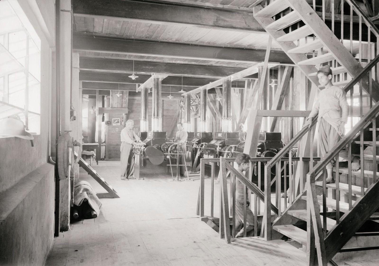 10. 1940. Шхем. The Naameh Flour Mills Ltd. Машины на одном из верхних этажей