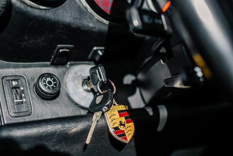 Maradonas-1992-Porsche-911-Type-964-Carrera-2-Convertible-12