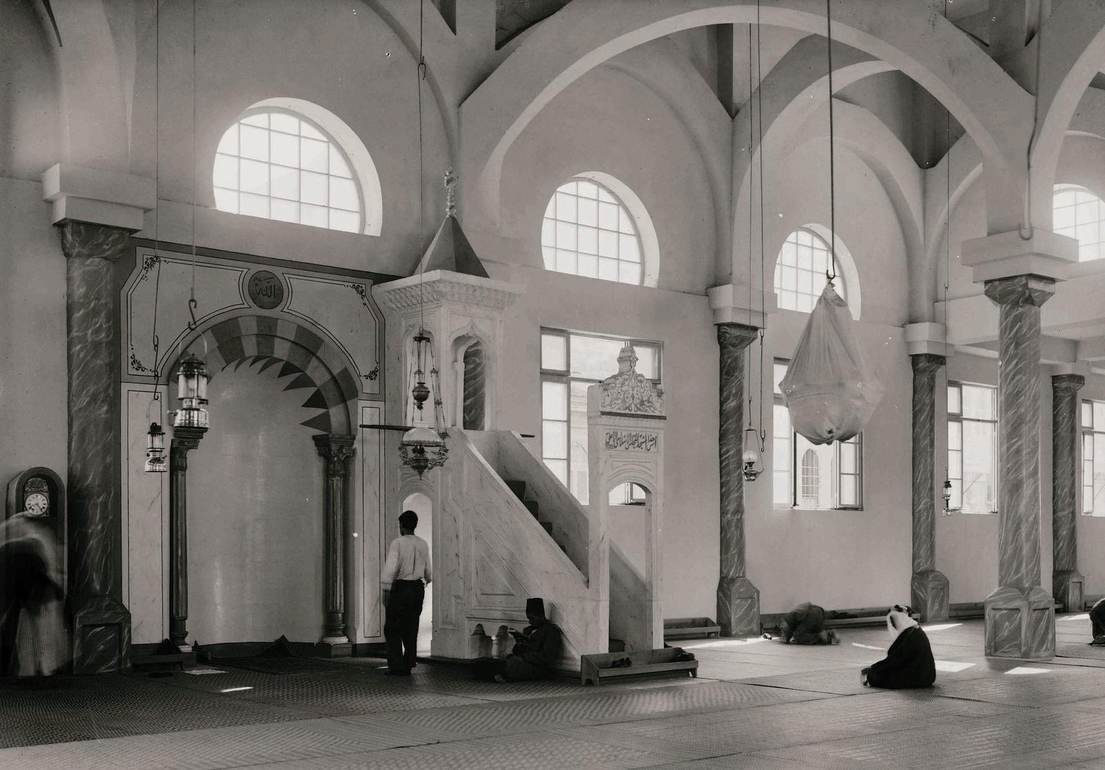 19. 1940. Шхем. Новая мечеть. Интерьер от главного входа.