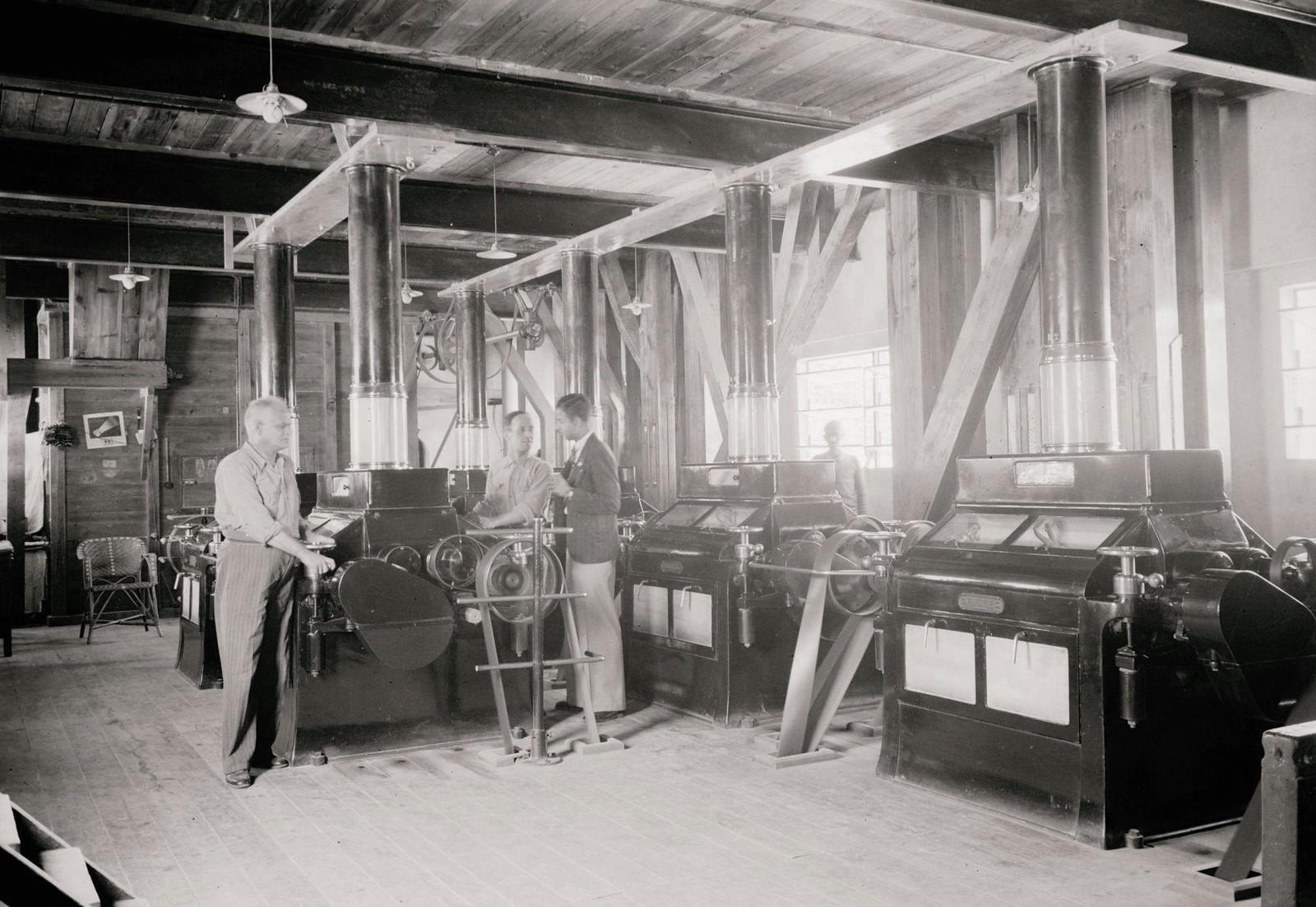 09. 1940. Шхем. The Naameh Flour Mills Ltd. Машины на одном из верхних этажей