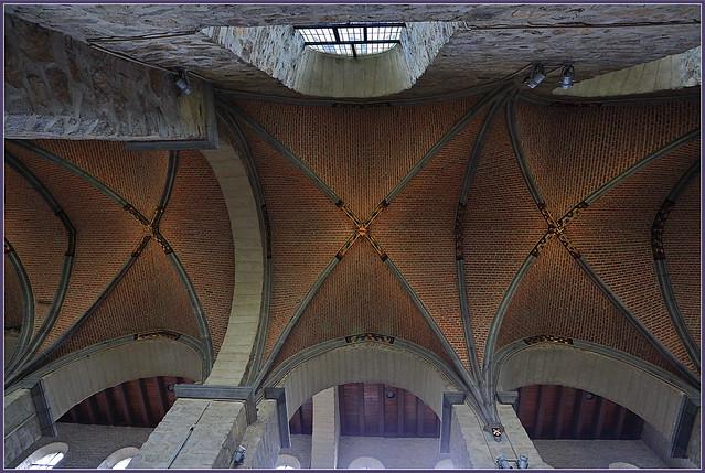Nef de la collégiale Sainte-Gertrude à Nivelles, Brabant wallon, Belgique