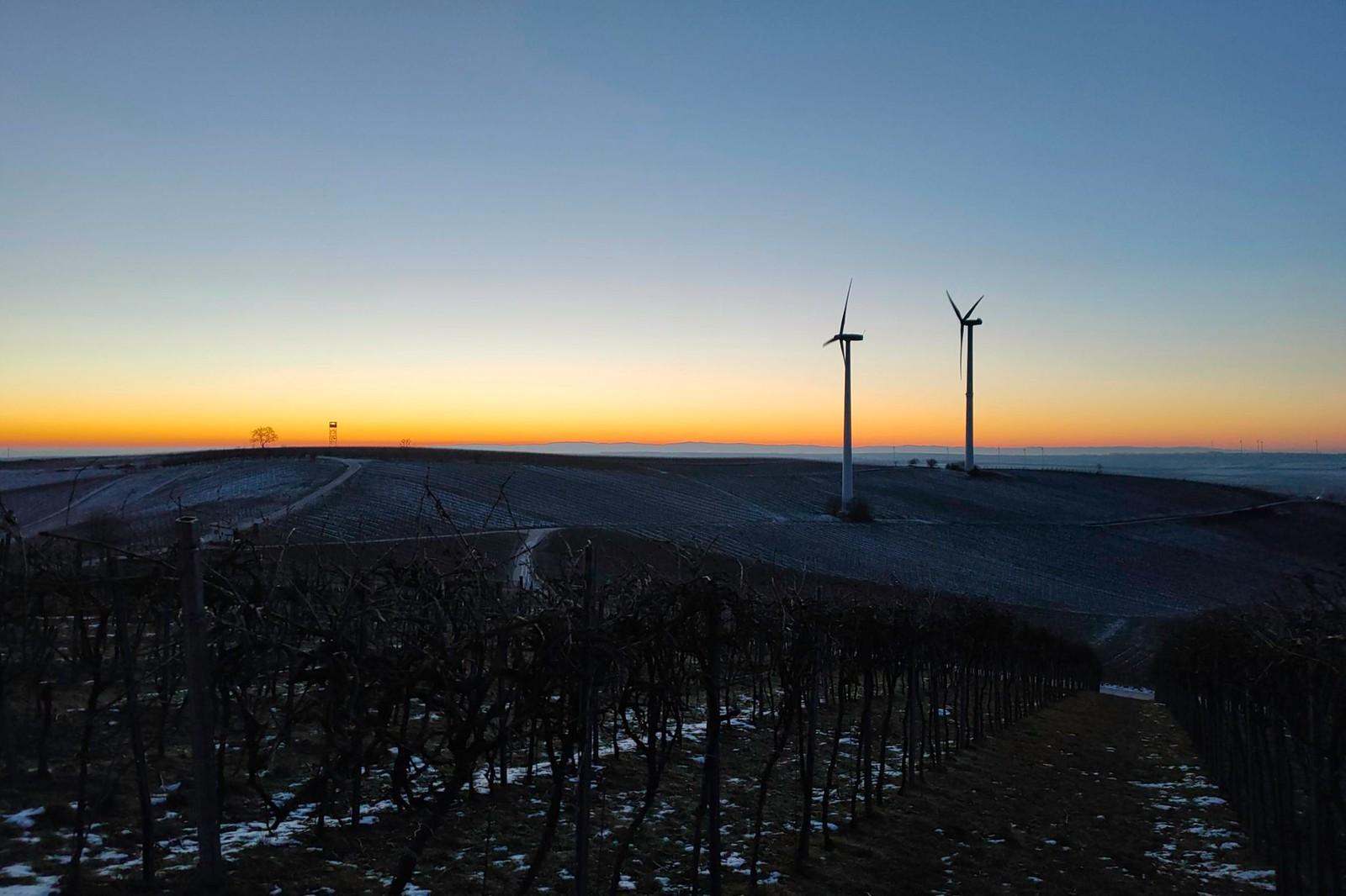 Selzer Berg mit Windrädern