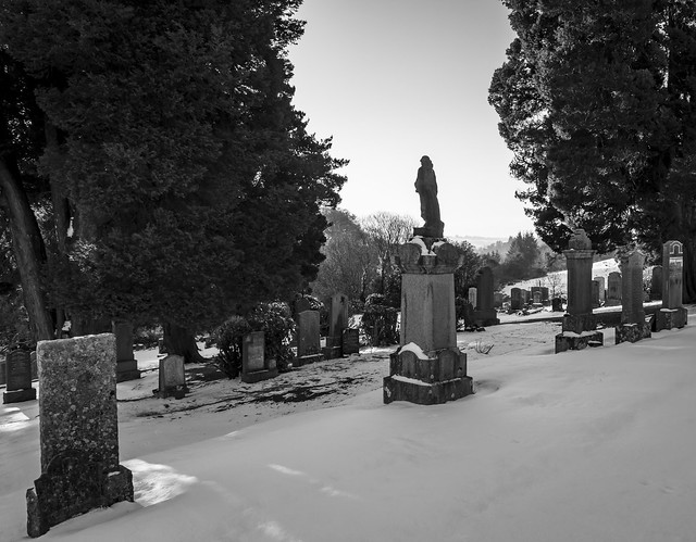 Statue, Lochwinnoch Cemetery, Lochwinnoch, Renfrewshire, Scotland, UK B&W