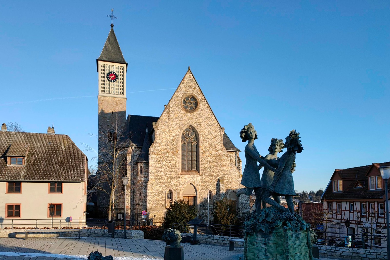 St. Bartholomäus und 3-Grazien-Brunnen Zornheim