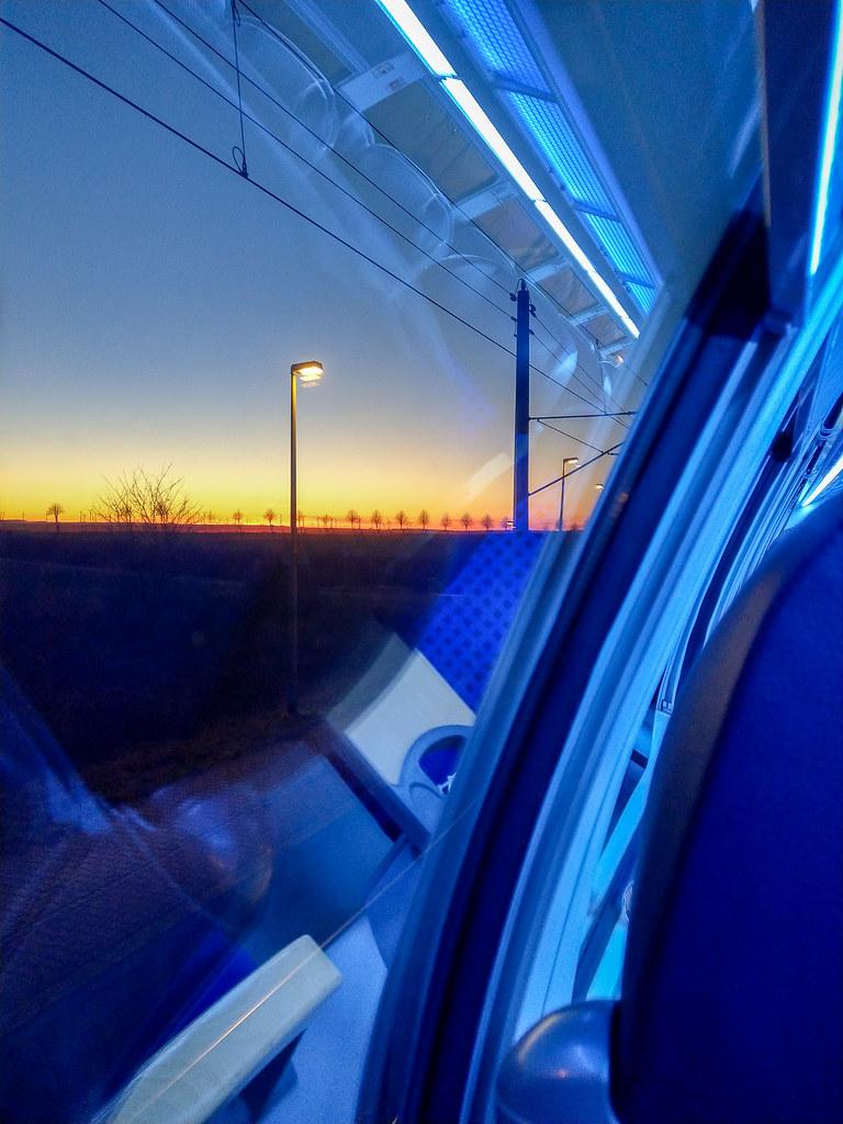 Blaue Stunde im Regional-Express