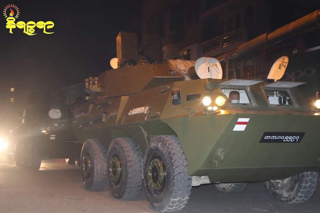 กองทัพพม่าเคลื่อนเข้าเมืองซิตตเวเมืองหลวงรัฐยะไข่ เมื่อคืนวันที่ 14 ก.พ. 64 (ที่มา: Facebook/Mrat Noe Thar)