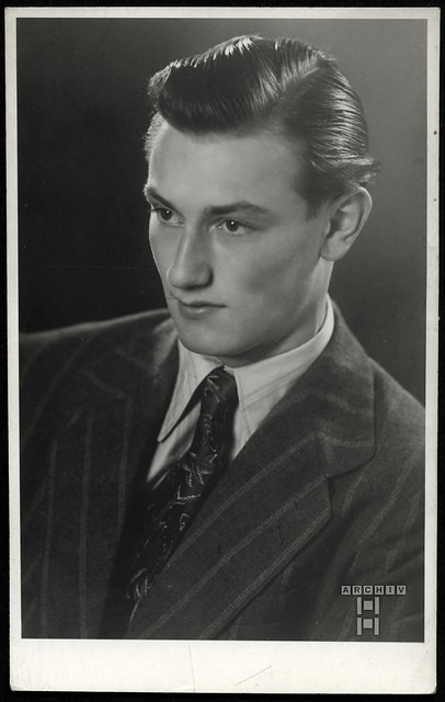 ArchivTappen2AAl2e811 Männerporträt, Weihnachten 1948, Fotoalbum, 1930-1948