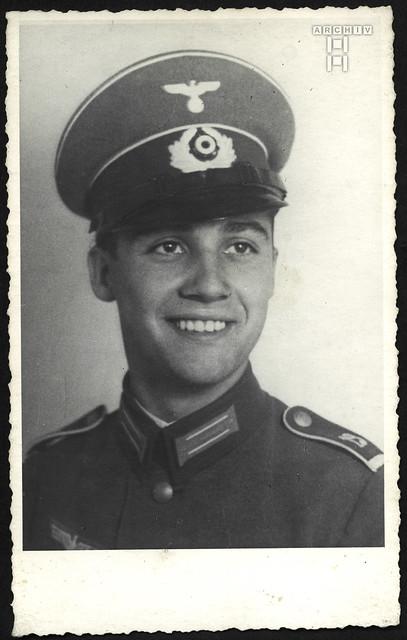 ArchivTappen2AAl2e810 WWII Soldat, Porträt, Fotoalbum, 1930-1948
