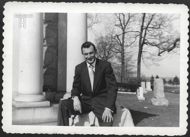ArchivTappen2AAl2e812 Männerporträt, Fotoalbum, 1930-1948