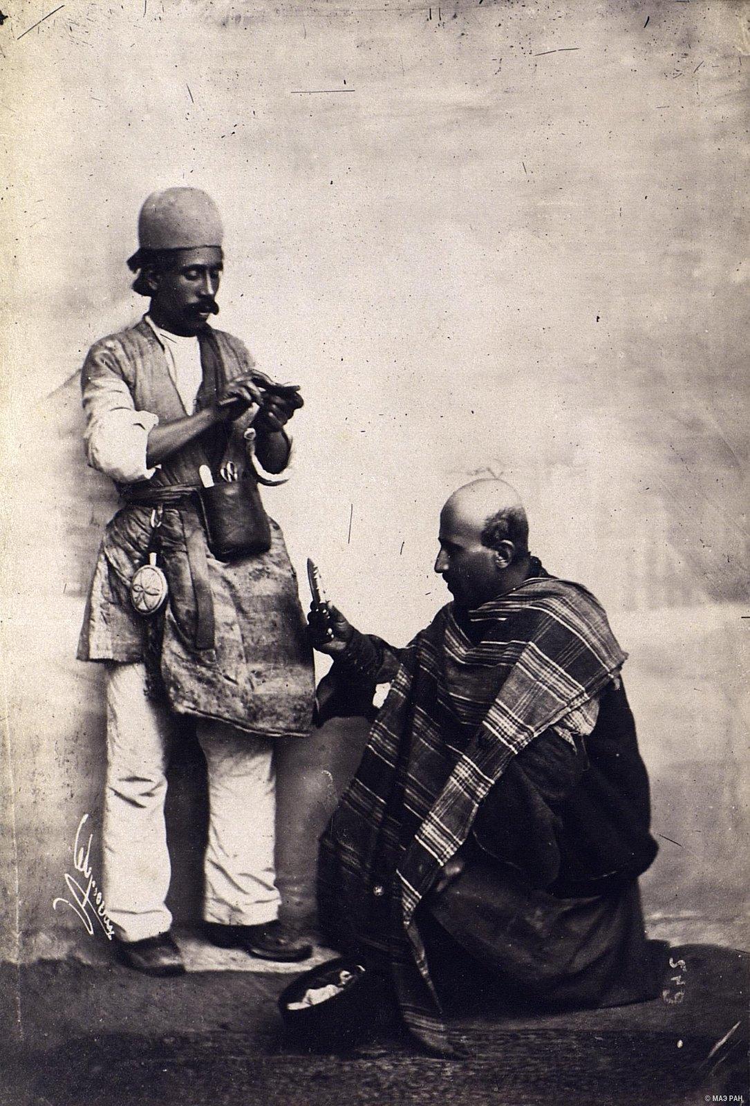 Персидский парикмахер бритье головы