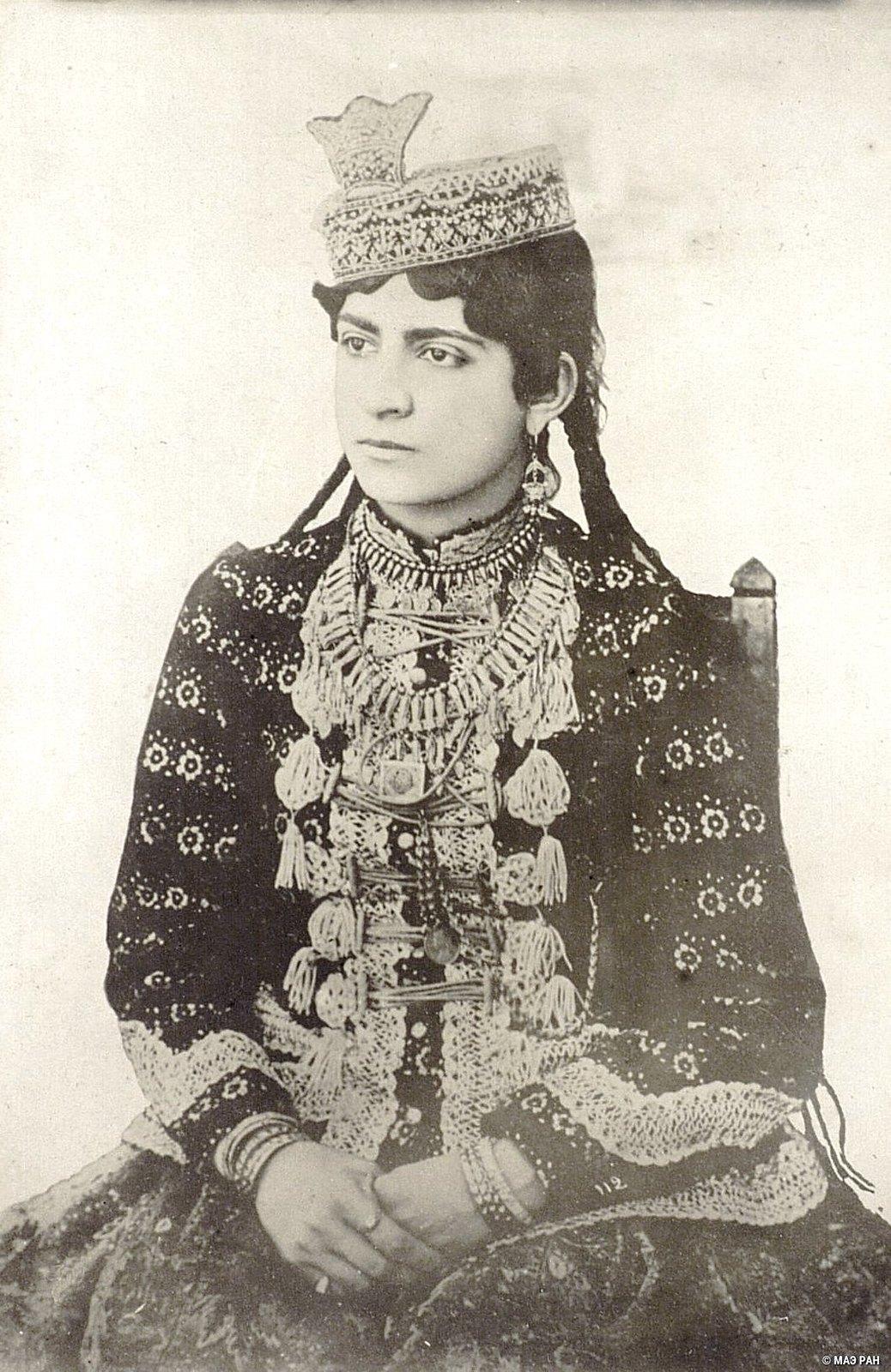 Молодая иранка из богатой семьи