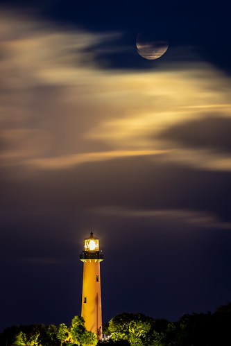 lighthouse jupiterlighthouse jupiterlight moon fullmoon wolfmoon night clouds cloudy sky landscape jupiter palmbeachcounty florida usa