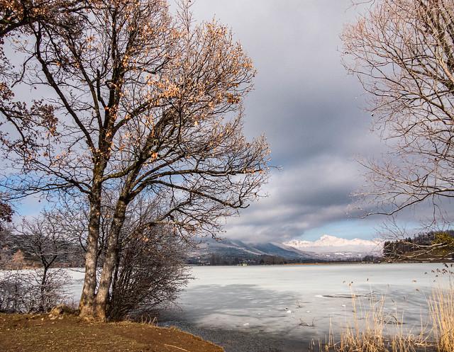 Vue sur le lac gelé