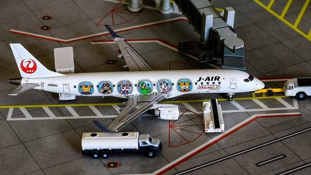 "Embraer 190-100STD | J-Air | JA254J ""JAL Shimazirou Jet livery"" | JC Wings 1/400"