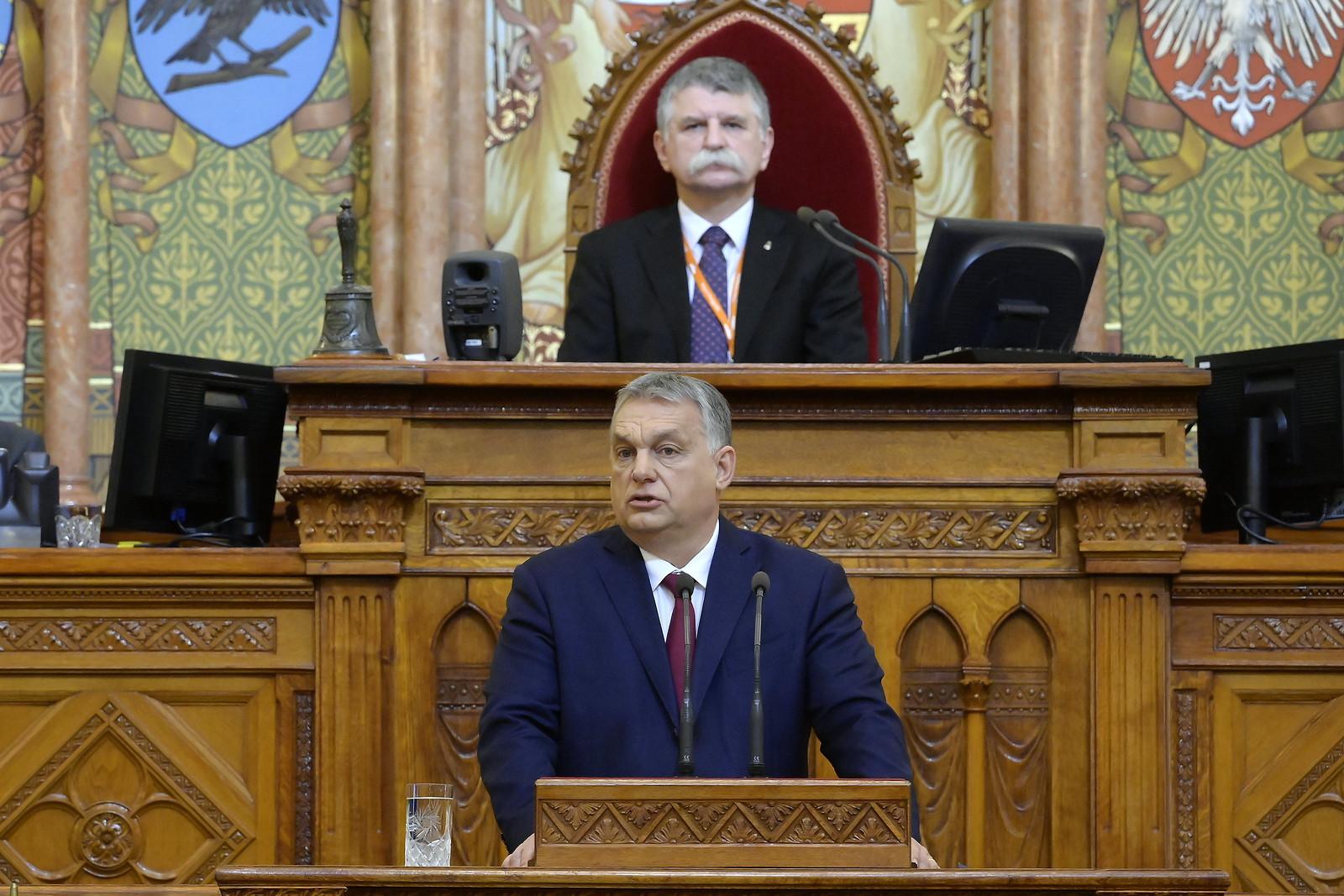 Orbán: nemcsak a zárva táblát akarjuk átfordítani