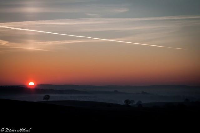 Wolkenloser Sonnenaufgang über Hoffenheim