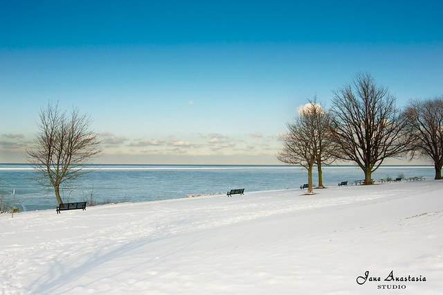 ...a winter view to beautiful Lake Ontario......   HBM!