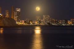 La luna llena y su reflejo