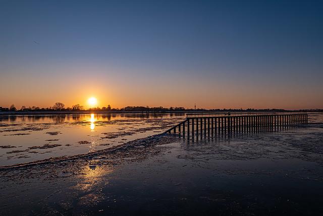 Krümmel Elbe Sonnenuntergang Eis