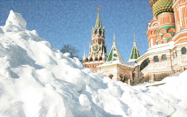 ( ͡° ͜ʖ ͡°) A Little Bit of Snow this Winter in Moscow. Russian Federation. Spasskaya Tower of the Kremlin & Saint Basil's Cathedral - Cathedral of the Protection of Most Holy Theotokos on the Moat (since 1561), Vasilyevsky Descent Square, Tverskoy dt.