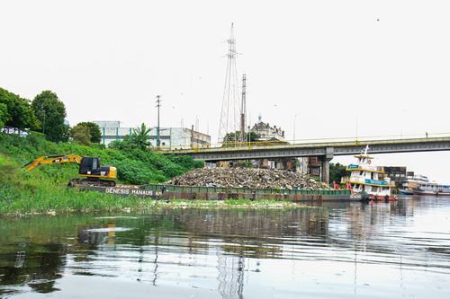 15.02.2021 - Prefeitura realiza revitalização e limpeza da orla da Feira da Panair